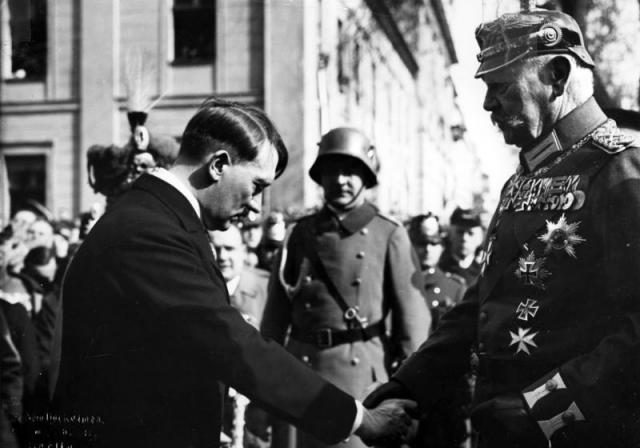 Paul von Hindenburg ja Hitler
